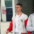 Justin Bieber spotted at a medical building  in Beverly Hills, California on January 23, 2017 - 454 x 562