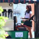 Sarah Hyland – Shooting scenes for the new season of 'Modern Family' in LA - 454 x 297