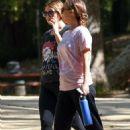 Natalie Portman Hiking in Los Feliz - 454 x 681