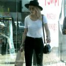Amber Heard in Black Jeans Shopping in Hollywood - 454 x 681