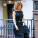 Jennifer Lopez – On the set of 'Shades of Blue' in New York - 454 x 691