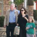 Angelina Jolie walks with her father and daughter in Los Angeles (August 12, 2017) - 454 x 670