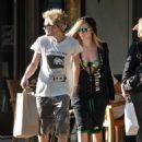 Avril Lavigne - At The Beverly Glen Center In Bel Air 05.09.2009