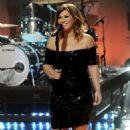 """Kelly Clarkson Kills It on """"The Tonight Show"""""""