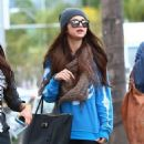 Selena Gomez with girlfriends in Beverly Hills, Ca January 24th,2013 - 454 x 586