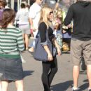 Kristen Bell - Buying Flowers And Oranges In Los Angeles, 2009-10-25