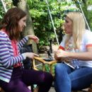 Ellie Kemper and Busy Philipps – Filming 'Unbreakable Kimmy Schmidt' in New York