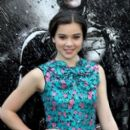 Hailee Steinfeld attended the world premiere of The Dark Knight Rises in New York City this evening, July 16. She was joined by her brother Grffen for the event held at AMC Lincoln Square Theater