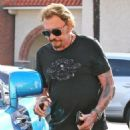 Johnny Hallyday is seen visiting the Brentwood Country Mart with his wife Laeticia on February 2, 2015 in Brentwood, California - 454 x 578