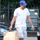 Leonardo DiCaprio Hails A Cab In New York - June 30, 2016 - 422 x 592