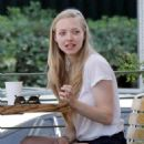 Amanda Seyfried Out In L.A. - June 7, 2010