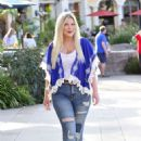 Tori Spelling – Heads to a movie solo in Los Angeles - 454 x 681