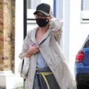 Kylie Minogue – In grey top out in London