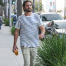 Scott Disick is seen out and about on October 13, 2016 - 422 x 600