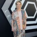 Jean Smart – 'Legion' Season 2 Premiere in Los Angeles - 454 x 713