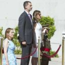 King Felipe and Queen Letizia  at the Barajas Airport - 399 x 600