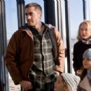 Tommy Cahill (Jake Gyllenhaal), Grace Cahill (Natalie Portman), Maggie Cahill (Taylor Geare, bottom left), and Isabelle Cahill (Bailee Madison, bottom right) in BROTHERS. Photo credit: Lorey Sebastian