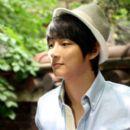 Yoon Shi-yoon - 400 x 598