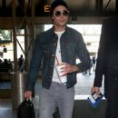 Zac Efron: at LAX airport