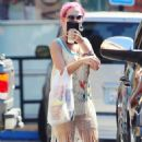 Pink-Haired Katy Perry's Limousine Cheetos Run