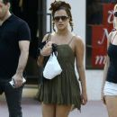Caroline Flack goes for a stroll with friends in downtown Miami, Florida on January 2, 2016 - 384 x 600