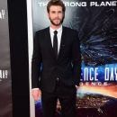Liam Hemsworth- June 20, 2016- Premiere of 20th Century Fox's 'Independence Day: Resurgence' - Arrivals - 379 x 600