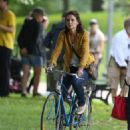 Katie Holmes – Filming 'The Gift' set in Montreal - 454 x 523