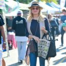 Jessica Collins – Seen at Farmer's Market in Los Angeles - 454 x 662