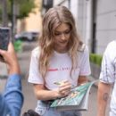 Gigi Hadid – Meets the fans as she arrives back at her hotel in Sydney