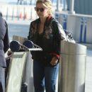 Sarah Michelle Gellar at JFK airport in New York - 454 x 681