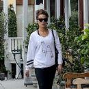 Kate Beckinsale in Black Leggings – Shopping in Brentwood - 454 x 678