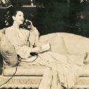 Lynn Fontanne - 454 x 343