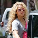 Shakira – Out in Barcelona 12/17/2018 - 454 x 648
