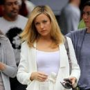 "Kate Hudson - On Set Of Her New Film ""Something Borrowed"" & Heads To Lunch At Angelica Kitchen In New York, 2010-05-24"