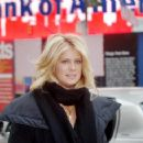 Rachel Hunter Walks Into A Times Square Information Center In New York City, 22.01.2008