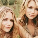 Fraternal twin actresses