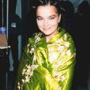 Björk - MTV Video Music Awards 1994 - 454 x 681