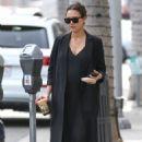 Jessica Alba seen leaving Urth Caffe in Beverly Hills, CA (November 16, 2017) - 454 x 681