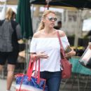 Jodie Sweetin – Shopping at Farmer's Market in Studio City - 454 x 825