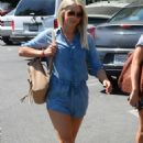 Julianne Hough Street Style – Running Errands in LA 9/5/2016 - 454 x 698