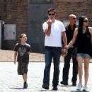 Matthew Fox- July 9, 2009-Fox family see the Colosseum - 454 x 323