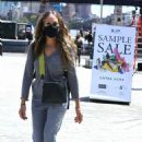 Sarah Jessica Parker – Posing at The SJP Collection Sample Sale In NYC - 454 x 684