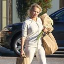 Pamela Anderson – Shoppin at Vintage Grocers market in Malibu - 454 x 683