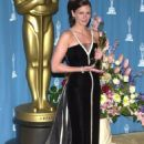 Julia Roberts - Black and white Valentino dress - The 73rd Academy Awards on March 25, 2001