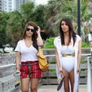Kim Kardashian with Kourtney Kardashian: day at the beach in Miami