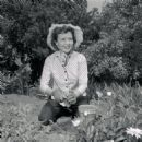 Betty White at Home 1957 - 454 x 454