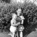 Natalie Wood and Lana Wood - 306 x 434
