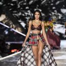 Liu Wen – 2018 Victoria's Secret Fashion Show Runway in NY - 454 x 681