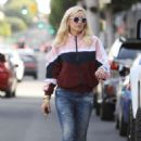 Gwen Stefani – Shopping in Beverly Hills - 454 x 681