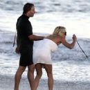 Pamela Anderson Out On The Beach 2007-09-18